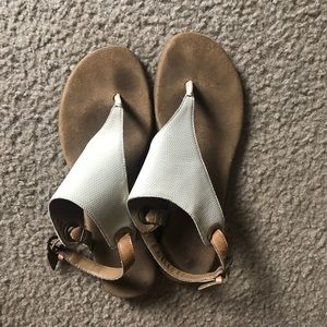 Shoes - Sandals perfect for summer